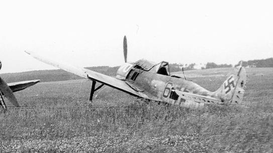 Focke-Wulf-Fw-190F8-II.SG10-Black-6-Czechoslovakia-1945-01